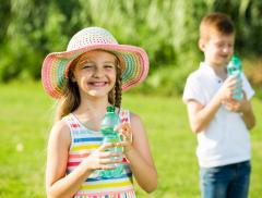 Estate: le regole per l'idratazione dei bambini