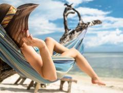 Scopri tic e manie degli italiani in spiaggia alt_tag