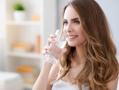 Tutti i benefici del mantenersi idratati alt_tag