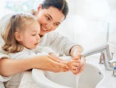 Giornata mondiale dell'acqua, come insegnare ai bambini a risparmiare l'acqua e ad idratarsi correttamente - In a Bottle