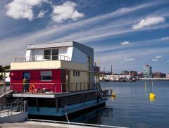 Dalla Francia all'Olanda, passando per l'Italia: ecco le Houseboat, la nuova frontiera del turismo acquatico - In a Bottle