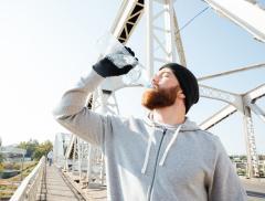 6 consigli per bere più acqua in inverno