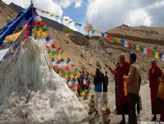 Sull'Himalaya la siccità si affronta con i ghiacciai artificiali