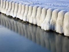 Il lago Michigan trasformato in una distesa di ghiaccio appuntito - In a Bottle