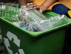 In India si costruiscono strade con i rifiuti di plastica