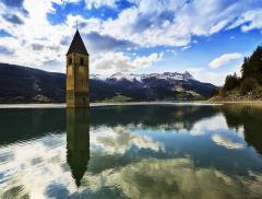 Chiesa Sommersa Lago Resia Leggenda Campanile che Emerge dalle Acque – In a Bottle
