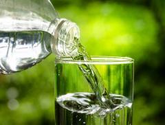 La lingua riconosce il sapore dell'acqua