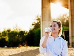 Malattie da calore: bere tanta acqua aiuta a prevenirle