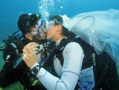 """Sposarsi sott'acqua, lo speciale """"Si"""" nelle acque pugliesi - In a Bottle"""