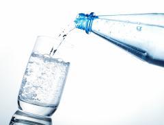 Mercato dell'acqua imbottigliata: il primato va alla Cina