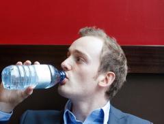 Perché una corretta idratazione aiuta a lavorare meglio