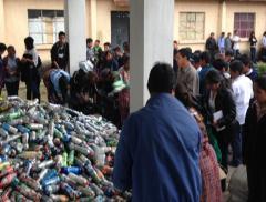 Se la plastica aiuta a costruire scuole
