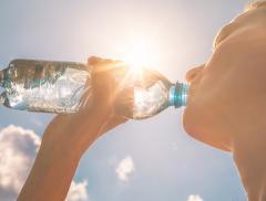 Ulla ti Ricorda di Bere Lampeggiando per una Corretta Idratazione – In a Bottle