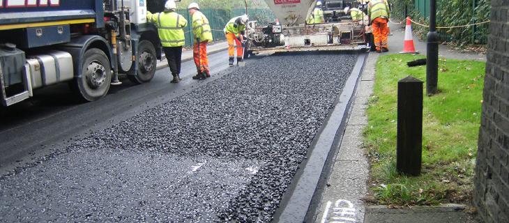 A Londra strade asfaltate con bottiglie di plastica riciclata