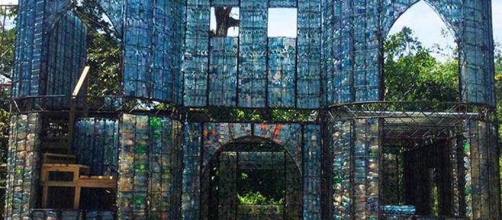 A Panama il primo villaggio al mondo costruito con un milione di bottiglie di plastica_alt tag