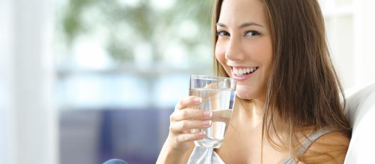 Acqua e felicità: perché bere acqua mette di buonumore – In a Bottle