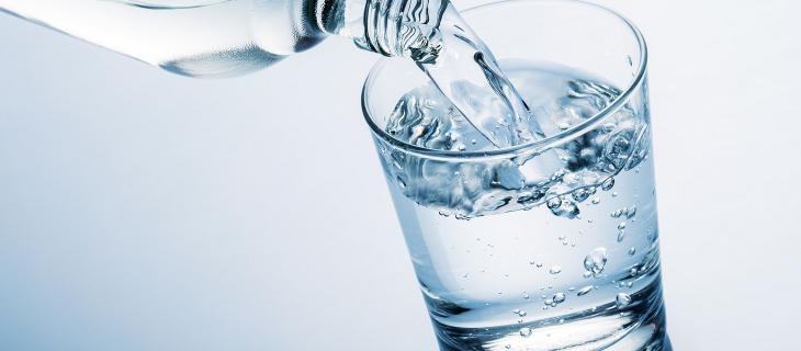 Cosa fa l'acqua in un corpo?