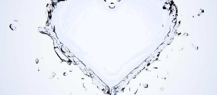 """Nel brano """"Agua"""" acqua e sete rappresentano un amore impossibile - In a Bottle"""