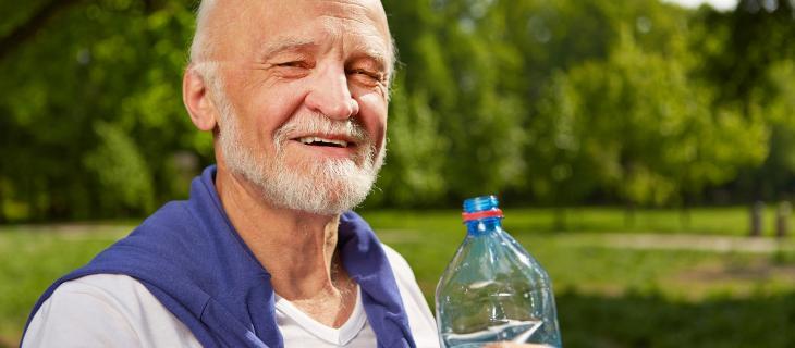 Anziani e idratazione: perché non sentono lo stimolo della sete