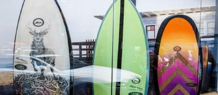 Arriva la tavola da surf in plastica riciclata