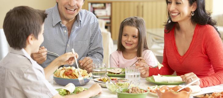 Mangiare con lentezza aiuta a rimanere in linea