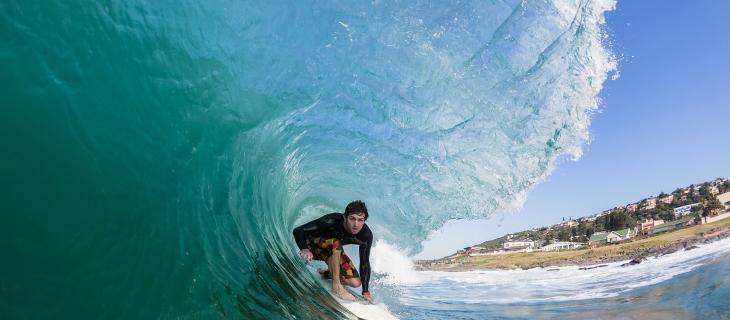 Perché anche i surfisti hanno bisogno di bere molta acqua alt_tag