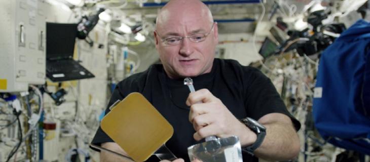 L'acqua protagonista nello spazio, diventa pallina da ping pong_alt tag