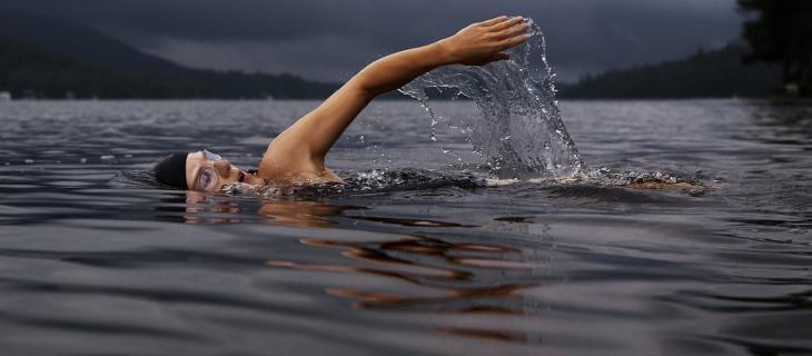 Outdoor Swimming Society e la celebrazione del nuoto in mare aperto - In a Bottle