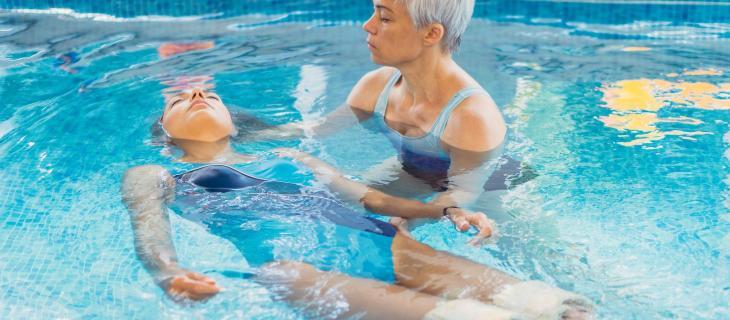 Riabilitazione post-intervento, tutti i benefici derivanti dall'acqua terapia - In a Bottle