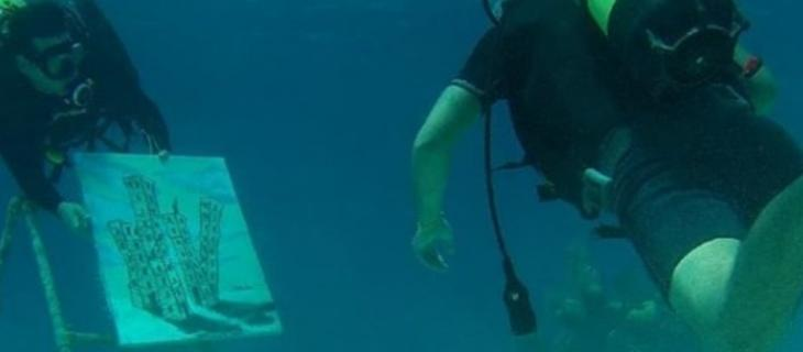 Sandor Gonzalez, l'artista cubano che dipinge sott'acqua - In a Bottle
