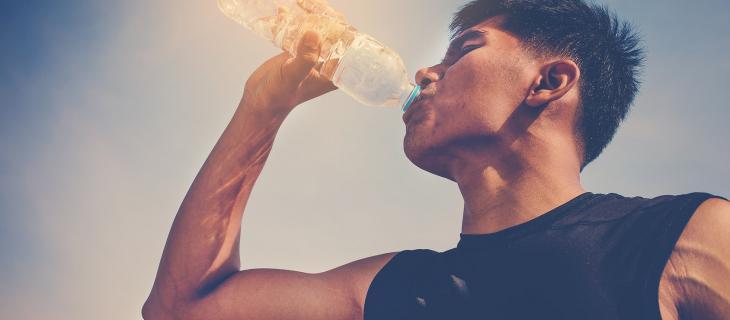 Scopri il modo corretto di bere acqua