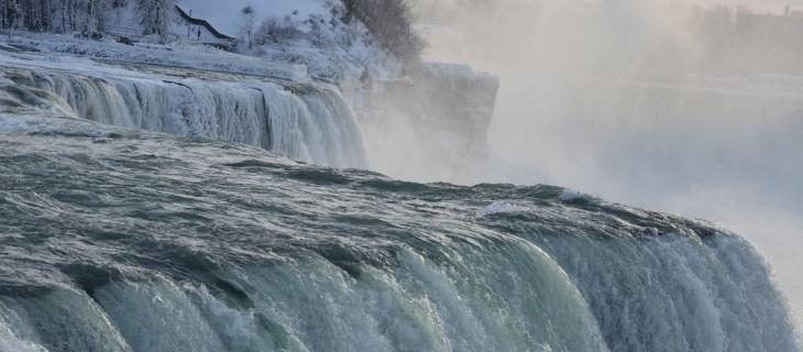 Lo spettacolo mozzafiato delle cascate del Niagara ghiacciate - In a Bottle