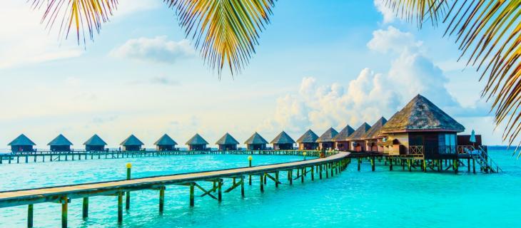 Un Letto sull'Oceano Nuova Moda nelle Maldive Dormire sull'Acqua– In a Bottle