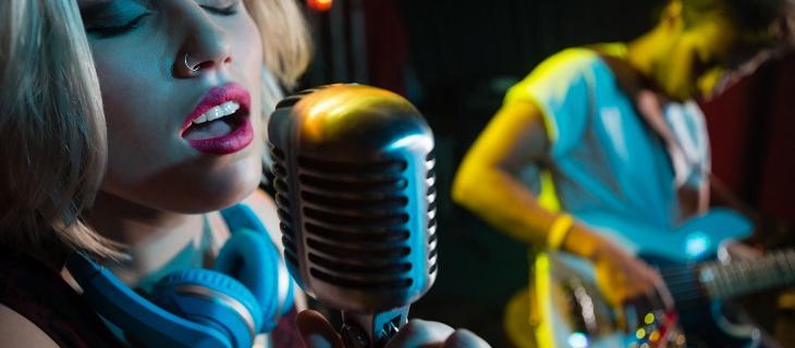Giornata Mondiale della Voce, l'importanza di mantenersi idratati per i cantanti - In a Bottle